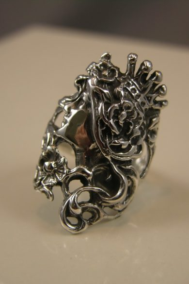 Victorian Queen Art Nouveau Sterling Silver Ring
